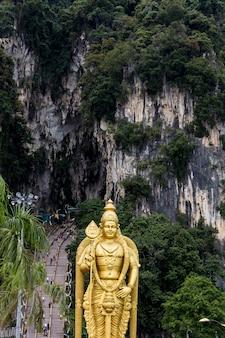 Пещеры бату возле куала-лумпура в малайзии