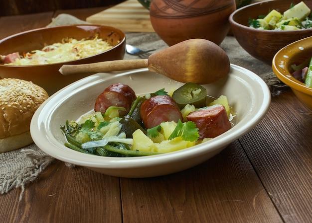 バイエルン料理、ラガーとスモークソーセージのオクトーバーフェストシチュー