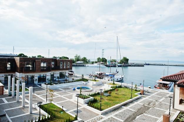 ブルガリアの旧港ネセバル湾。