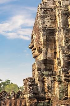 Храм байон в ангкор-ват в сием рип, камбоджа