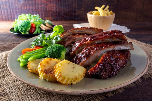 Bbq grilled ribs with vegetables