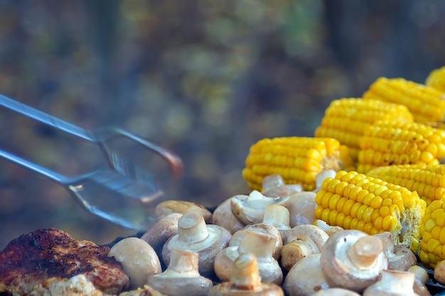Bbq meat шампиньоны с грибами и кукурузой на гриле