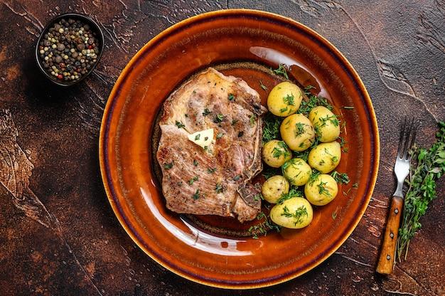 Стейк из свиной корейки bbq с картофелем