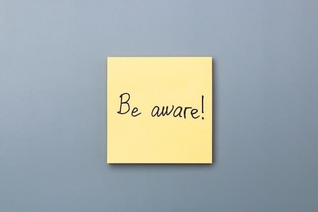 Будьте внимательны на желтой заметке. день дурака