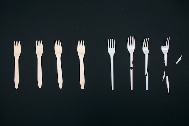 Be plastic free. zero waste. eco-friendly unbroken and single-use broken forks in the row, top view. choose single-use plastic or reusable recyclable product. plastic pollution