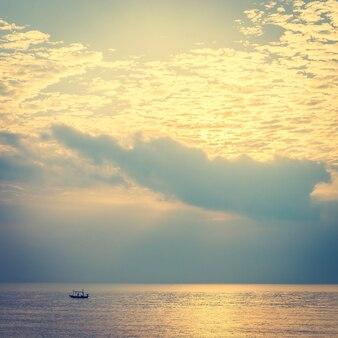 ビーチと海