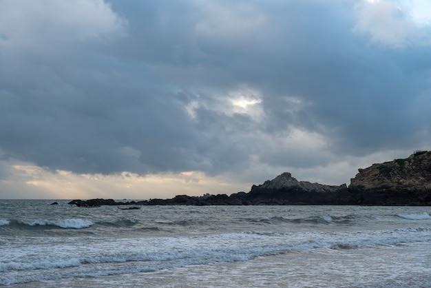 슬로우 도어 사진의 해변과 하늘