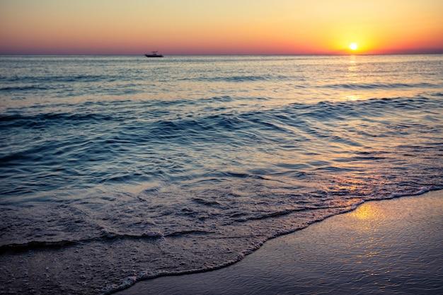 해질녘 바다 해변