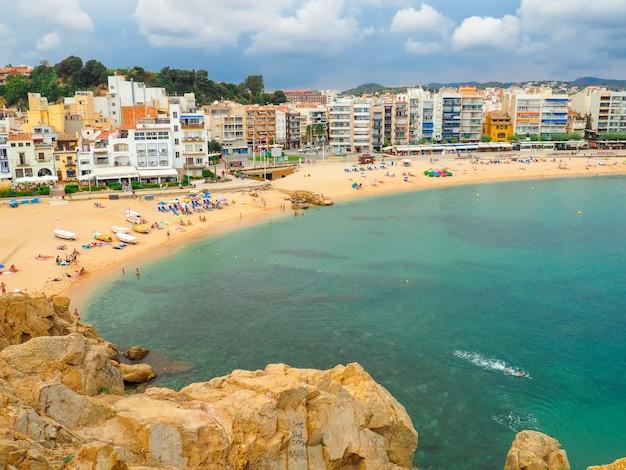 コスタブラバ、スペインのホリデーシーズン、ホテルとのビーチライン