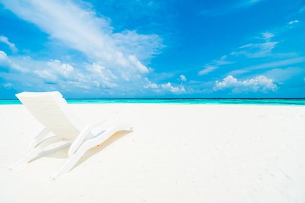 Spiaggia sedie oceano vacanza costa