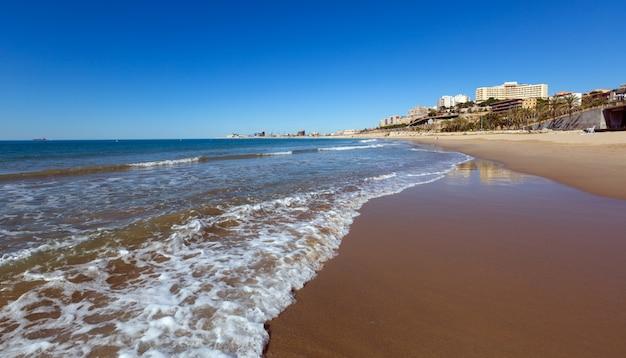 Пляж таррагона весной