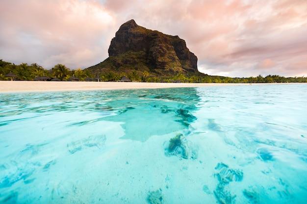 ユネスコの世界遺産、ル・モーン・ブラバントのビーチモーリシャス島のサンゴ礁