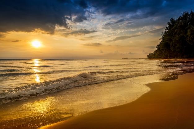 해질녘 해변