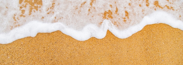 ビーチの砂と海の海岸線