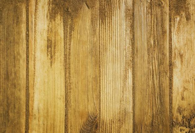 Пляжный песок на деревянном фоне
