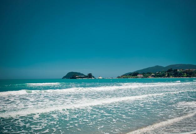 구름과 푸른 하늘 해변 여름