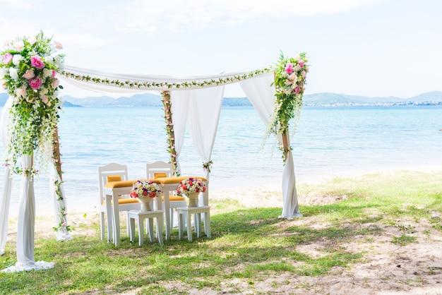 Beach wedding arch with copy space in right. landscape and wedding ceremony concept