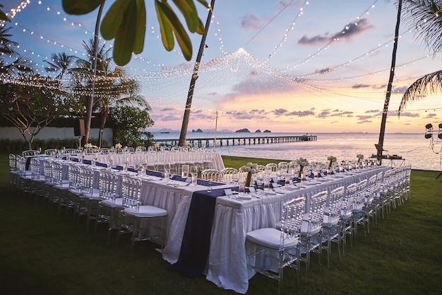 Пляж свадебный прием ужин место установки закат