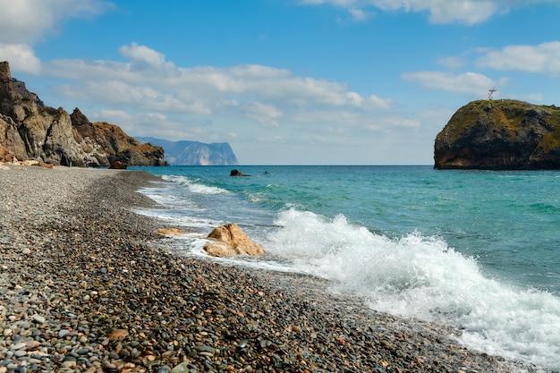 바위와 해변