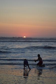 바다와 부두와 사람들과 해변