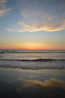 바다와 부두 해변