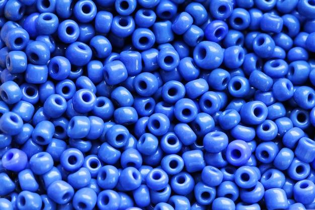 青い色のビーズ