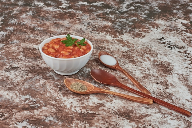 Zuppa di fagioli in salsa di pomodoro.