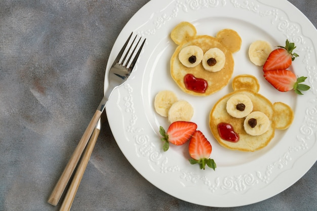 Bear pancakes with fruits