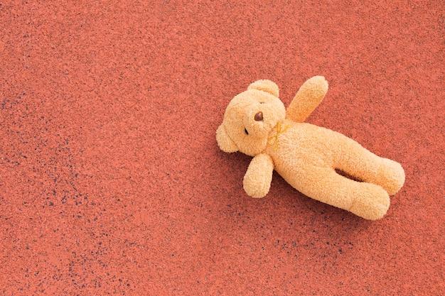 빨간 바닥, 평면도에 장난감 곰