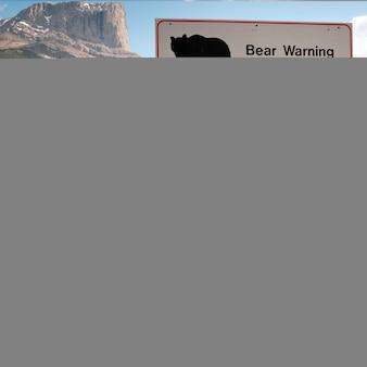 Знак предупреждения медведя, национальный парк джаспер, альберта, канада