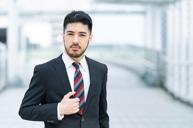 ひげを生やした実業家