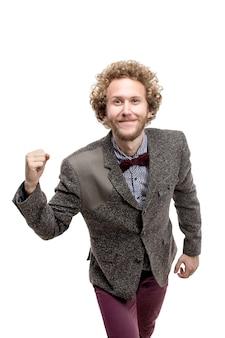 彼の成功を喜んでひげを生やした幸せな笑顔のビジネスマン。