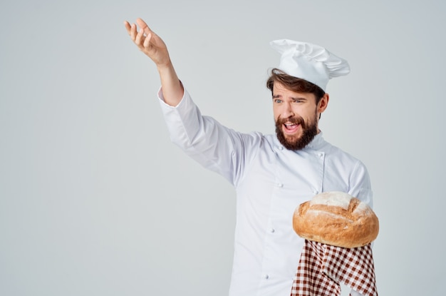 ひげを生やした男のシェフ料理パン屋のプロの感情