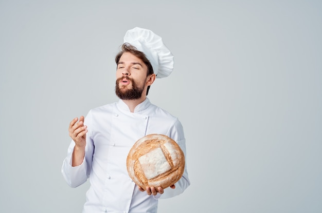 Бородатый мужчина шеф-повар ресторан оказание услуг кулинария