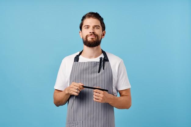 あごひげを生やした男性の現代的なヘアスタイルのサービスの提供。高品質の写真