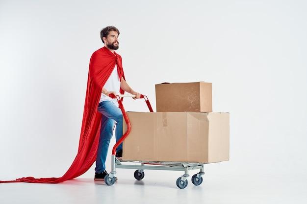 Бородатый мужчина супермаркет образ жизни весело изолированный фон