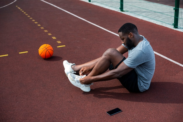 Bearded man tying his laces long shot
