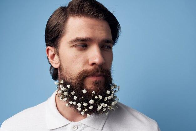 花飾り感情スタジオライフスタイルを持つひげを生やした男