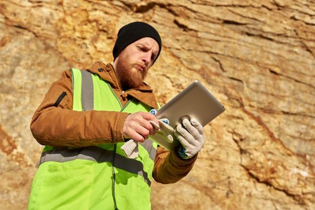 ひげを生やした鉱山労働者