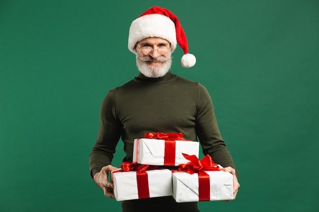 Бородатый современный санта-клаус с подарками