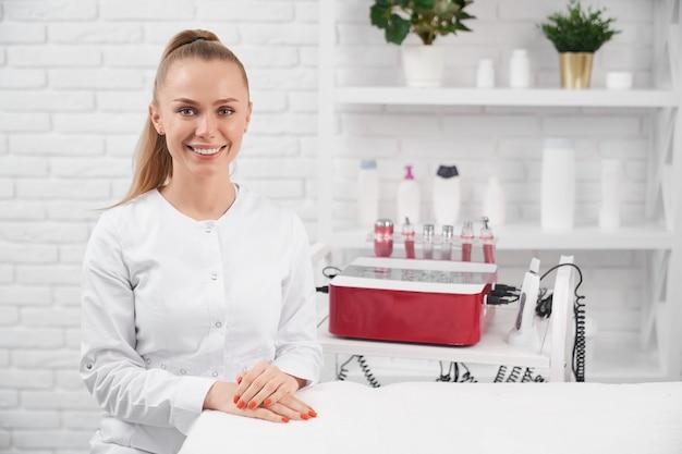 Beautician preparing for beauty procedure for patient