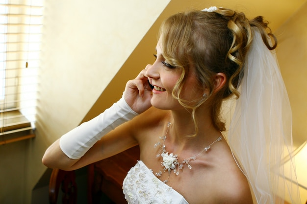 Красивая взрослая женщина на свадьбу