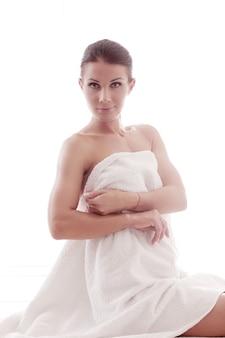 シャワーの後の美しい大人の女性の肖像画