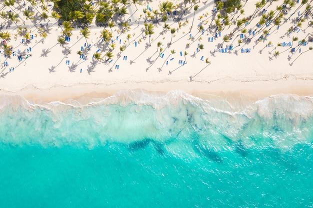 Красивый вид на пляж с воздуха