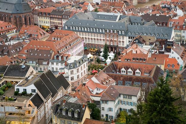 Красивый вид с воздуха на старый город гейдельберга