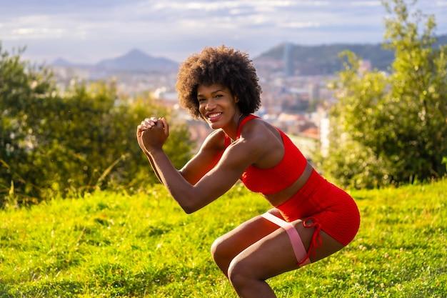 自然を行使美しいアフリカ系アメリカ人女性