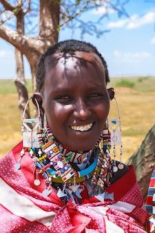 ケニアの美しいアフリカの女性