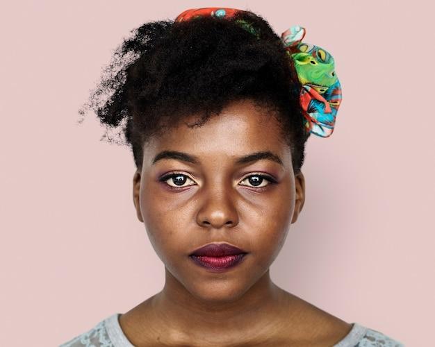 Bella giovane donna africana, ritratto del viso