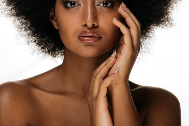 Красивая афро женщина