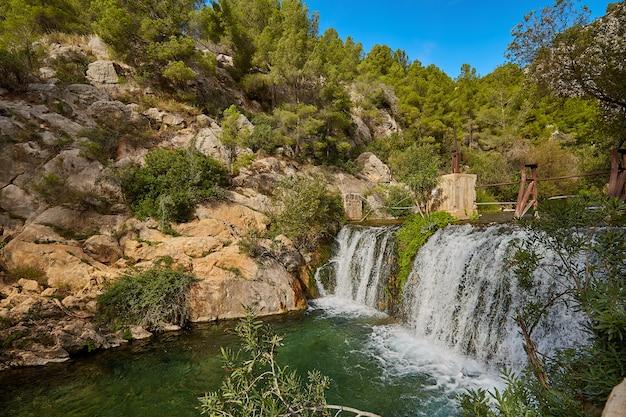 Красивый водопад алгар, аликанте испания.
